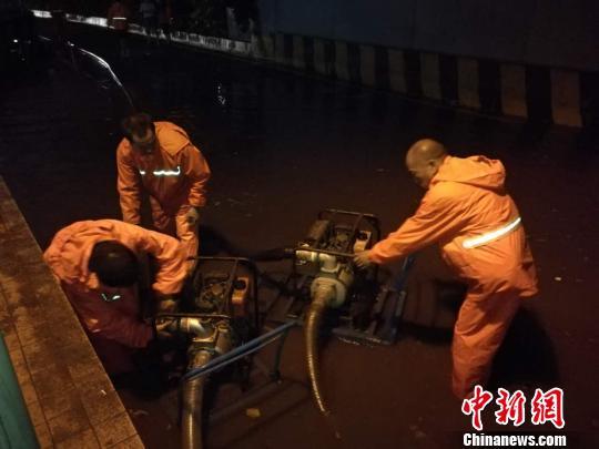暴雨致广东梅州爆发洪水 2000多人受灾(图)|梅州|暴雨|受灾_新浪新闻