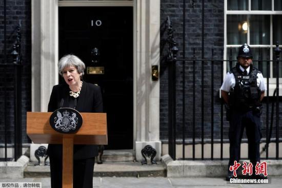 资料图:英国首相特蕾莎·梅在唐宁街10号发表声明。