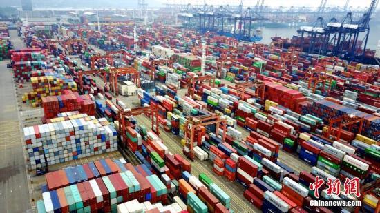 图为航拍深圳盐田港集装箱码头。(资料图片) 中新社记者 陈文 摄