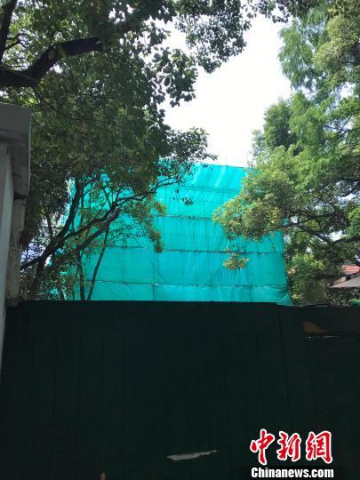 静安区新闻办6月8日发布消息称,将尽全力恢复建筑原状,对相关违法行为进行严肃处理。 王子涛 摄