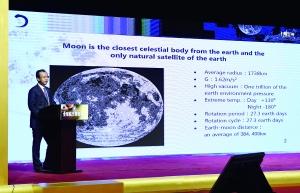 6月6日,探月与航天工程中心主任刘继忠作报告。  新华社发