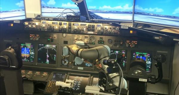 据路透社和美国国家广播公司报道,本身也是飞行员的辛内特在巴黎航展前夕对媒体表示,自动驾驶飞机的基本技术已经成熟,明年某个时候,波音将实际测试自动驾驶飞机,检测飞机的人工智能技术是否能够处理那些通常由飞行员做出的判断和决定。