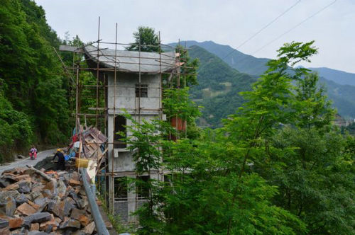 坪上村美丽乡村建设于2017年4月正式启动,目前已经完成土地流转,村标