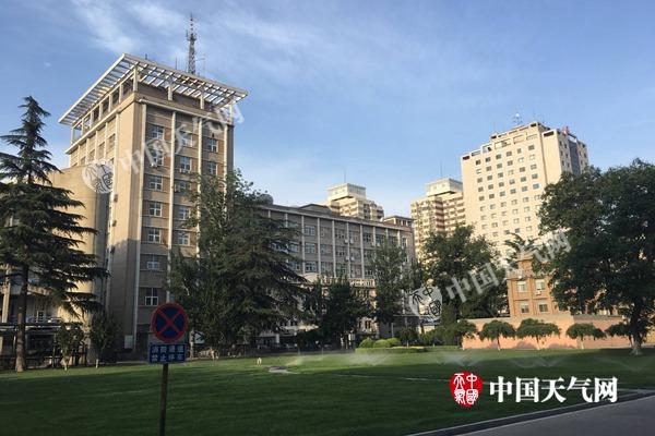 10日清晨,北京天气晴好。