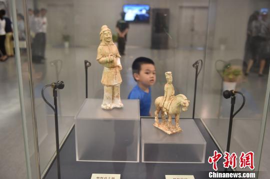唐墓中发现的陶俑,极为细腻优美,有唐代首都洛阳的风格。 邵丹 摄