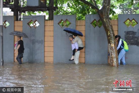南京暴雨致3个航班取消 75个航班延误