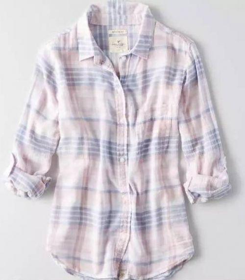 据称章莹颖所穿衣物为与上图类似的短袖T恤