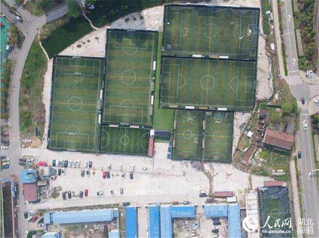 据了解,按照市国土资源和规划局的规划,该足球场所在地用途为城市绿化用地。