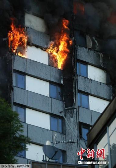 伦敦失火公寓建于1974年 一年前曾被指有火灾风险