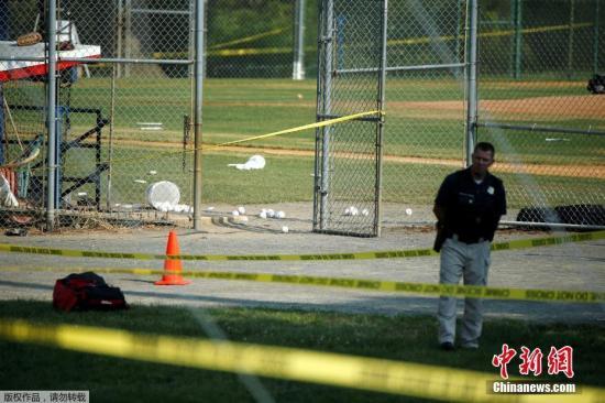当地警方封锁事发棒球场。
