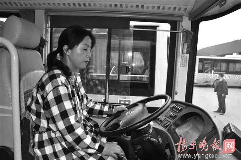 公交女司机7年借钱给400多名乘客 从不要人还钱