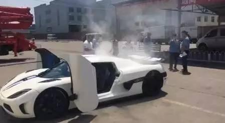国内一辆科尼塞克去上牌 不料验车时自燃