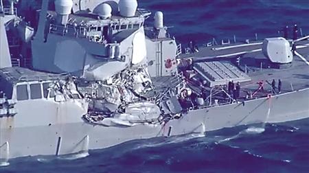 """""""菲茨杰拉德""""号驱逐舰右侧大幅受损 资料图"""