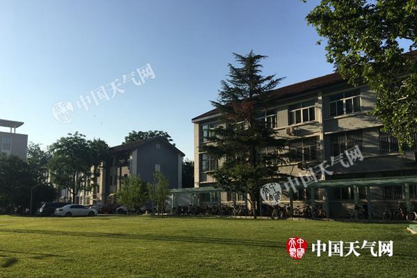 今晨,北京阳光充足。