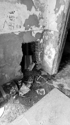 外墙脱落 管道渗漏 楼体下沉 楼龄逼近六十岁 居民心难安