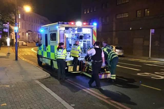 伦敦再次发生货车冲撞行人恶性事件,这一次反过来了