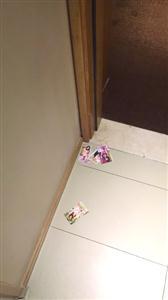 """从酒店房门下塞进来的""""小卡片"""""""