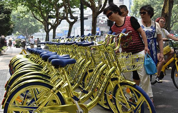 停放在杭州街头的酷骑单车。 东方IC 资料图