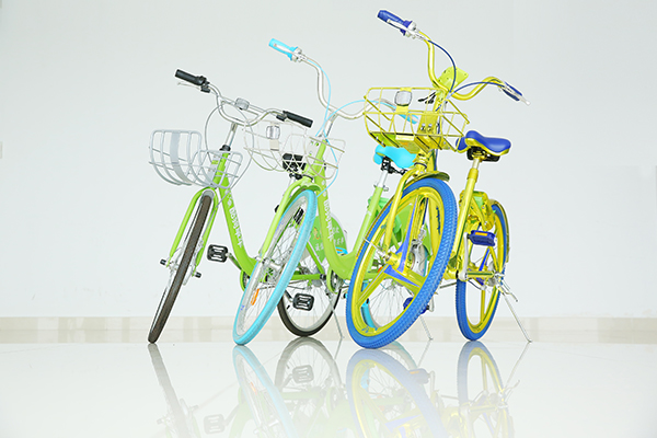 酷骑单车的会议室里摆放着其推出的三代共享单车。