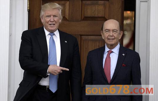 图:美国总统特朗普和商务部部长罗斯WilburRoss