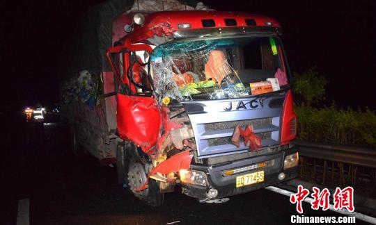 图为发生事故的货车 常宗波 摄