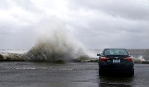 热带风暴携暴雨扑向美南部 引发洪水已致人员死亡