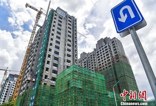 资料图:正在建设中的楼盘。 中新社记者 骆云飞 摄