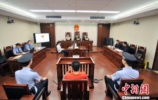 南京持刀伤医案凶手被判掳掠罪,当庭供述与被害人素昧生平系随机作案。 鼓研 摄