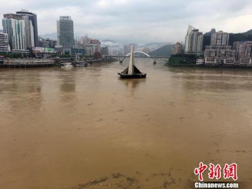 6月22日,闽江上游延平支流江面水位上涨。 张丽君 摄