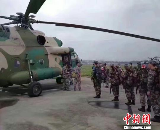 西部战区陆军部队派遣15名医疗队员赴茂县救援
