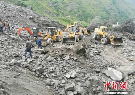 四川省阿坝州茂县高位山体垮塌已致141人失联