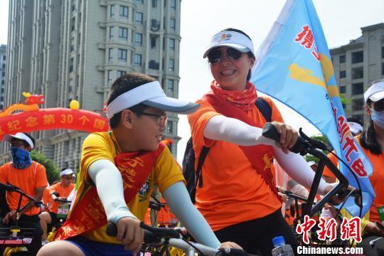 """福建宁德市举办""""携手同心、共创无毒""""近300名志愿者骑行呼吁远离毒品"""