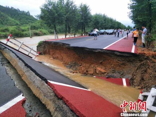 强降雨致江西逾175万人受灾 6人遇难3名救灾干部失联