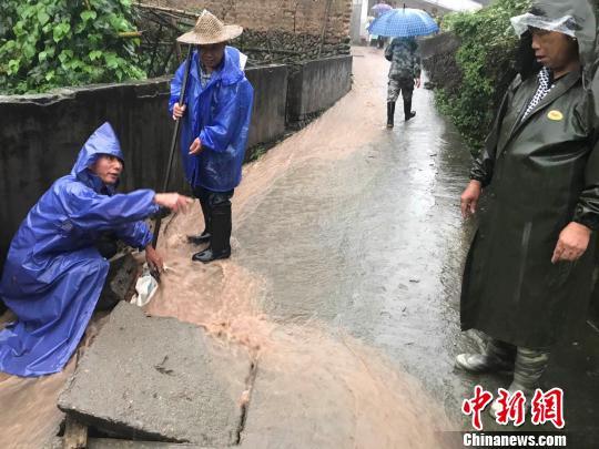 王村口镇转移受困民。遂昌宣传部提供