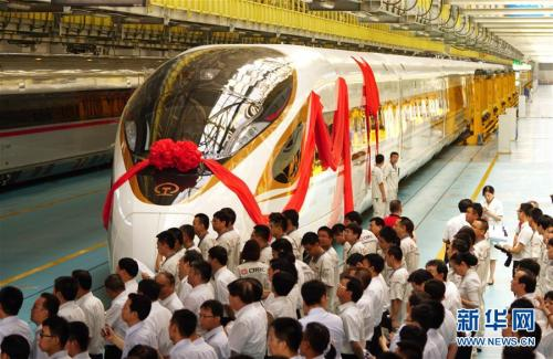 """6月25日,中国标准动车组""""复兴号""""命名仪式在北京举行。新华社记者 邢广利 摄 图片来源:新华网"""