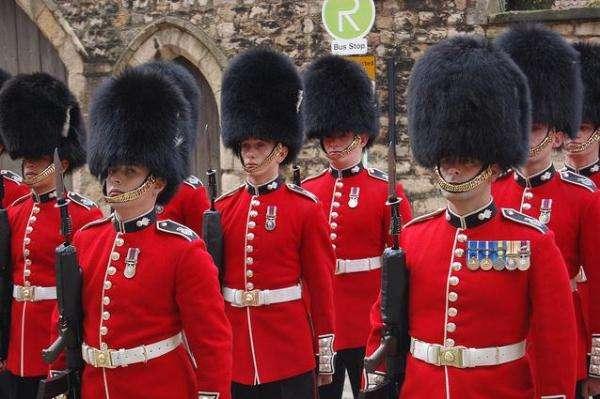 英国皇家卫队所佩带的熊皮帽