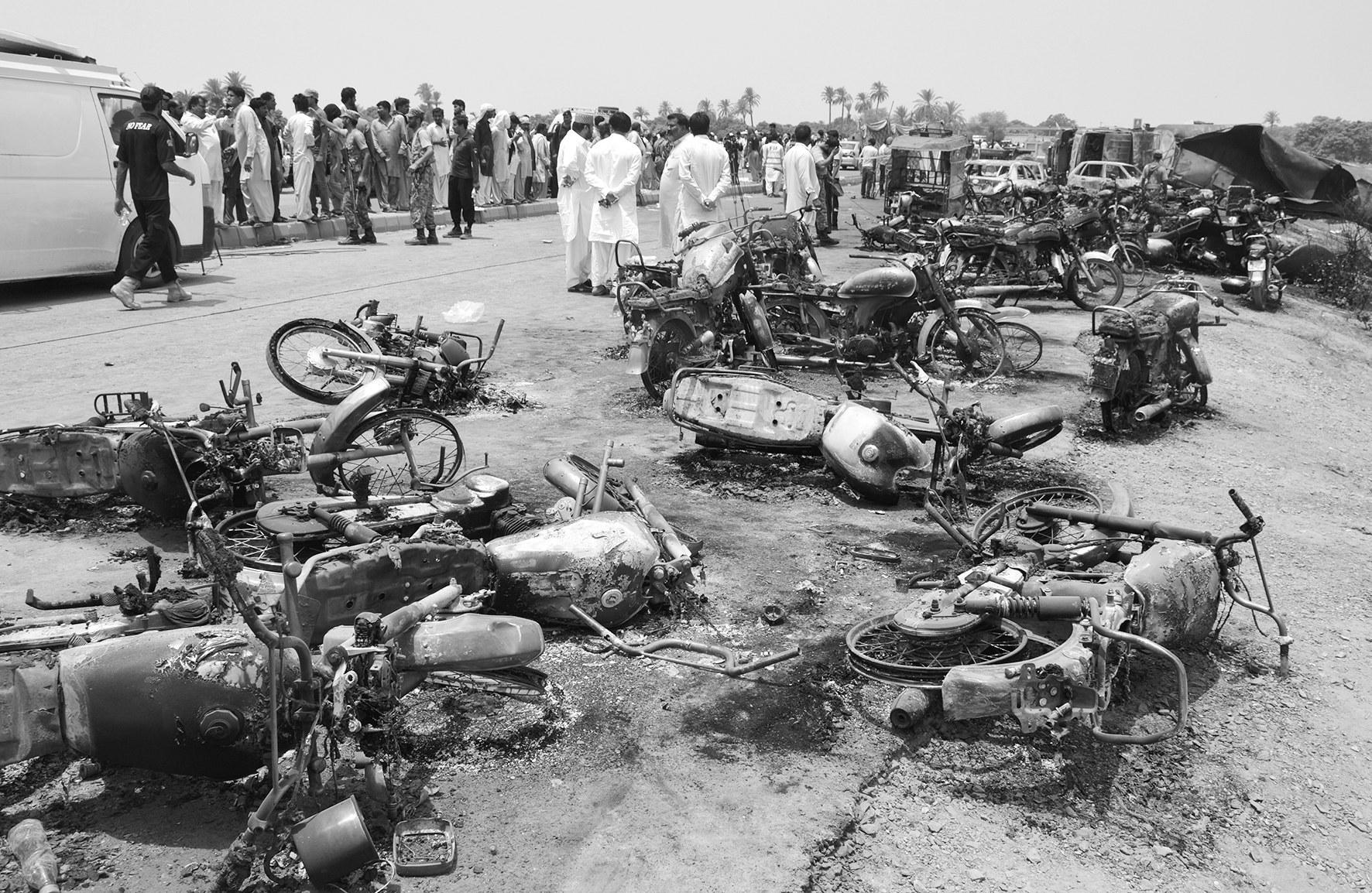 巴基斯坦油罐车爆炸至少128人死亡,巴媒:国家悲剧