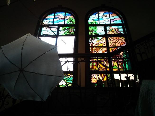 延安西路老宅中的彩色玻璃。 邱力立摄