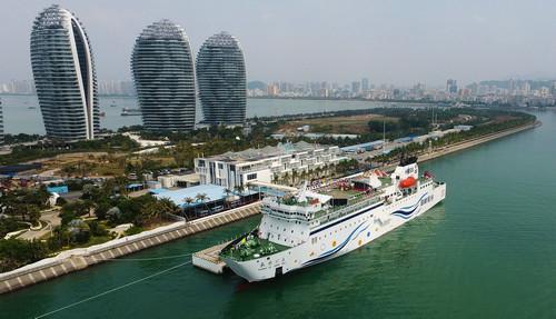 资料图片:停靠在三亚凤凰岛国际邮轮码头的长乐公主号邮轮。新华社记者 郭程 摄