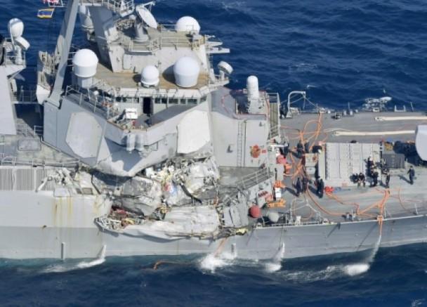 """美军""""菲茨杰拉德""""号驱逐舰船身严重损毁"""