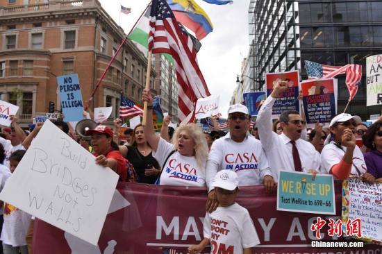 """研究称""""链式移民""""令美国窒息 去年新移民180万"""