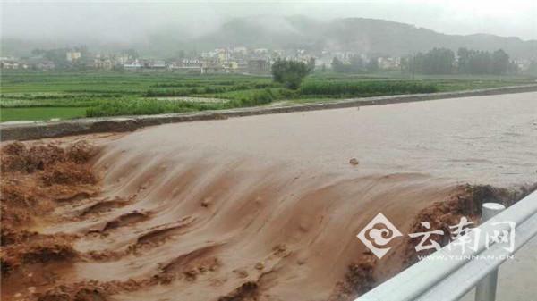 云南寻甸凌晨突发洪水 被困15人已安全获救