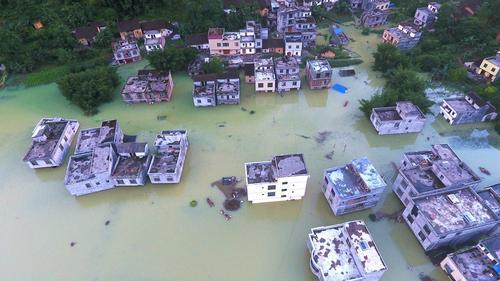 广西都安80户村民被洪水围困