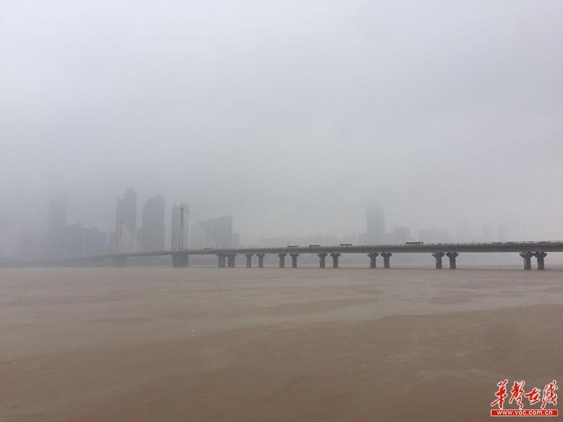 南点最大降雨为平江县城关镇201.0毫米