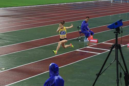 三级跳沙坑_国内新闻         老将谢荔梅获得女子三级跳远第十三名   女子跳远