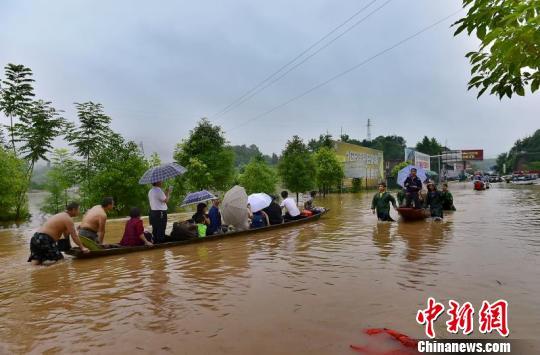 暴雨致湖南怀化市紧急转移民众近6万人