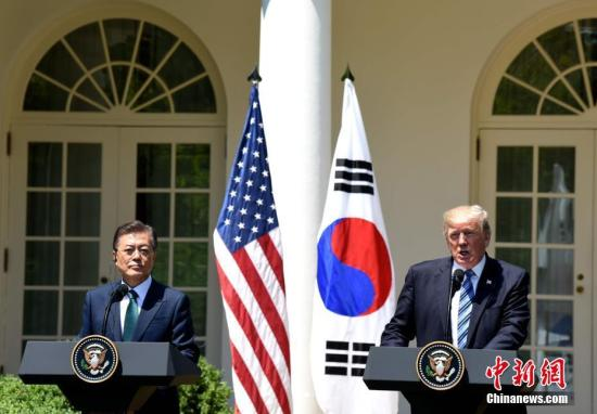 资料图:当地时间6月30日,美国总统特朗普在白宫会见韩国总统文在寅。图为特朗普与文在寅在白宫玫瑰园出席联合记者会。中新社记者 刁海洋 摄