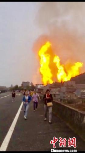 贵州晴隆沙子镇疑似发生燃气管道泄漏爆炸 救援展开