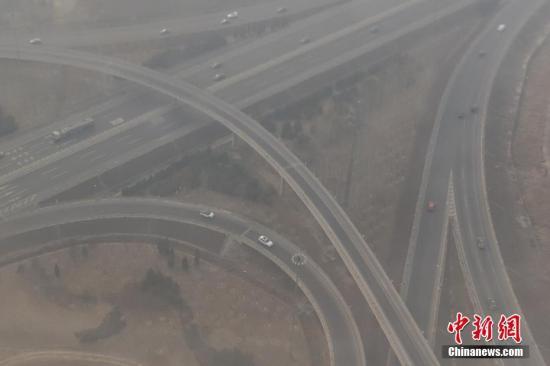 资料图:雾霾污染。 中新社记者 崔楠 摄