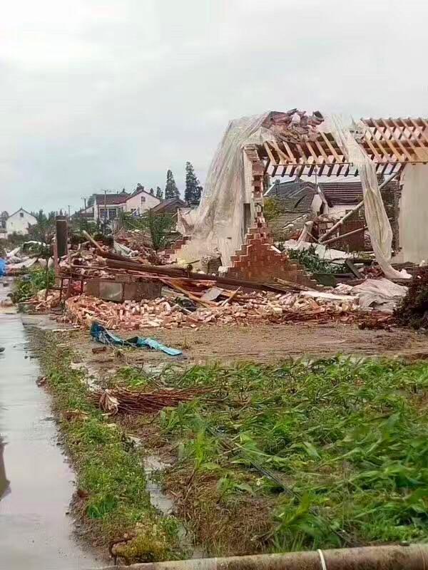 盐城东台遭遇龙卷风 100多间房屋倒塌9人受伤